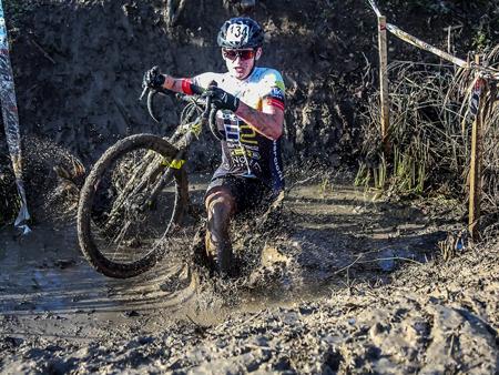 atleta ciclocross Sorgente Pradipozzo